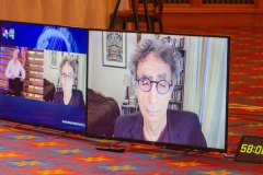 Gabor-Clive-Zoom-on-large-screens
